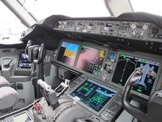 United Airlines Boeing 787 Dreamliner - USATODAY.com Photos