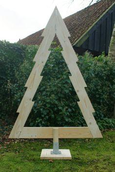 Zelf een kerstboom voor buiten maken,lichtjes er in en klaar!
