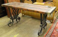 El diseño de la herreria de esta hermosa mesa me gustó (19th cent ship's hatch cover table top : Lot 4238)
