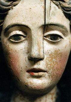 Folk art angel carving, wood via Victoria Station Statues, Photo Statue, Madonna, Arte Popular, Religious Art, Oeuvre D'art, Wood Carving, Sculpture Art, Art Dolls