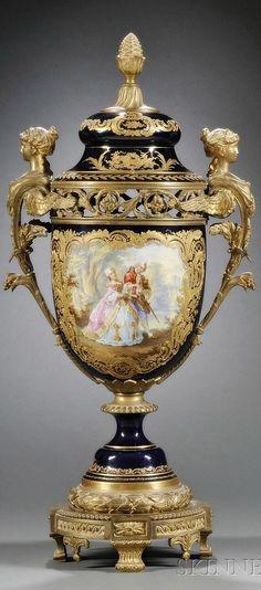 LIdded urn
