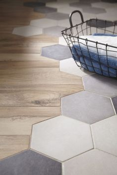 Etourdissant Carrelage Imitation Tomette Hexagonale Home Improvement within carrelage imitation tomette hexagonale Küchen Design, Floor Design, Tile Design, Interior Design, Transition Flooring, Tile To Wood Transition, Hexagon Tiles, Honeycomb Tile, Wood Bathroom