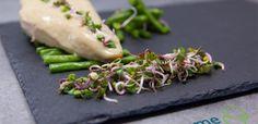 Blancs de volaille rôtis, crème aux graines germées et haricots verts vapeur