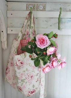 Shabby~but~Chic - Ana Rosa Shabby Chic Style, Cottage Shabby Chic, Rose Cottage, Cottage Style, Shabby Vintage, Vintage Roses, Decoration Shabby, Vibeke Design, Deco Floral