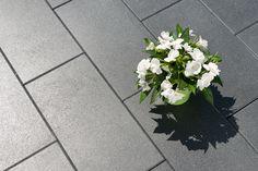 Diora Platte Basalt mit Glimmer Schlanke Eleganz im schmalen Rechteckformat