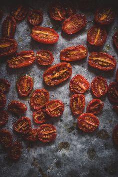 Uunikuivatut tomaatit (V, GF) – Viimeistä murua myöten Vegan Recipes, Cooking Recipes, Food Crush, Cookery Books, Rice Dishes, Antipasto, Food Photo, Food Inspiration, Veggies