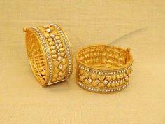 Elegant Bangle with white crystals
