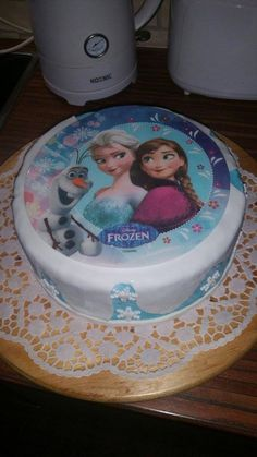 Eine hübsche Torte. Vielen Dank für das Bild, Kathrin. Tortenaufleger findet ihr bei uns im Shop:  http://www.tolletorten.com/advanced_search_result.php?keywords=Tortenaufleger&x=0&y=0