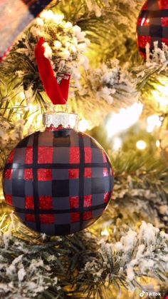 Beautiful DIY Christmas ornaments. Learn how to add glitter to glass ornaments and paint them plaid. #Ad #MadeWithBeacon #GlitteredItWithGlitterIt #ChristmasDecor #ChristmasCrafts Diy Christmas Ornaments, Christmas Projects, Christmas Bulbs, Christmas Decorations, Holiday Decor, Painted Ornaments, Glass Ornaments, Craft Projects, Projects To Try