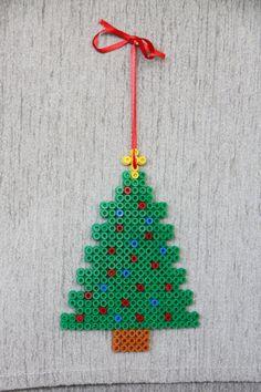 Christmas tree perler beads by Craft Fairies