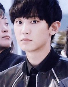 Chanyeol (gif) he's so cuuute (First the mouth smiles then his eyes follows so cuuuuute)