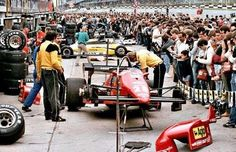 Crew working on René Arnoux' Ferrari 126C4 at the 1984 British GP, Brands Hatch.