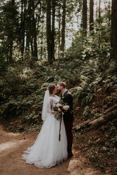 Woodsy fall wedding inspiration | Image by Olivia Strohm Photography