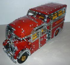 Meccano model London Transport Interstation bus from 1936 based on Modelplan Large Luggage, Red Plates, Lower Deck, London Transport, Plastic Plates, Side Door, Old Toys, Transportation, Planes