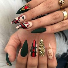 Gucci logo and coral snake nail art Bling Nails, Stiletto Nails, Glitter Nails, Coffin Nails, Nagel Piercing, Nagel Bling, Fire Nails, Luxury Nails, Hot Nails