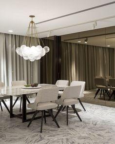 Branco predomina com sofisticação no apartamento de 500 m² (Foto: Fran…