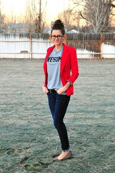 5 ways to wear a GRAPHIC Tshirt from @Beth Spears to flip flops on BrassyApple.com #style #fashion #howtowear
