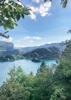 Merci de tous vos retours sur mon premier article sur notre roadtrip en Europe avec Juliette ! Après vous avoir emmenés en Allemagne et Autriche, nous voilà partis pour la Slovénie, la destination qui nous a fait entreprendre ce roadtripà l'origineet pour laquelle nous avons eu un vraicoup de foudre ! Après deux jours sous... Lire la suite »