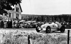 Belgian Grand Prix in Spa-Franchorchamps. July The winner Rudolf Caracciola in a Mercedes-Benz formula racing car W Belgian Grand Prix, Italian Grand Prix, Classic Race Cars, Benz S Class, Vintage Racing, Vintage Auto, Rouen, Car And Driver, Sport Cars