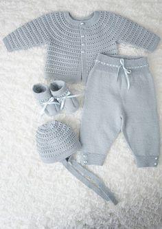 """Designene i denne hentesett katalogen strikkes i Dale Baby ull som er spunnet av den beste kvalitetsullen fra merinosauen. Ullen er grundig kjemmet slik at plaggene føles myke og behagelige mot barnets hud. Plaggene tåler maskinvask og holder seg fine etter lang tids bruk. Oppskriftsheftet selges kun sammen med garn. [   """"Precious layettes knit in the finest quality wool. All of the heirloom-quality layettes in this book are perfect for any new bundle of joy. Featuring high-quality patterns…"""