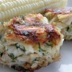 Pinterest Foods: Healthy Crab Cakes - 16 oz lump crab meat - 1/2 cup cup panko bread crumbs - 1/4 cup flat leaf parsley, chopped - 1/4 cup light mayonnaise - 1 egg - 1/4 tsp Old Bay seasoning. Mix, Brown, Eat
