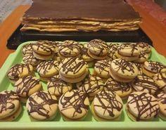 A kókuszgolyó uncsi, lett belőle kosárka egy kis krém és tejszín a tetejére - Ketkes.com Kurtos Kalacs, Macarons, Fondant, Waffles, Muffin, Paleo, Food And Drink, Cookies, Breakfast