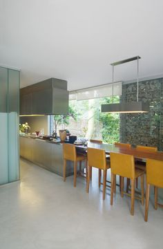 Design Addict Mom: A home that embraces the green.