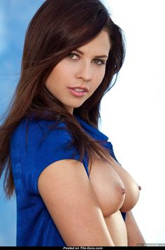 Cali Logan - nude brunette with natural tittes and big nipples picture