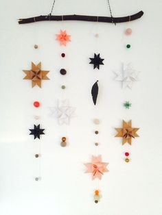 A small and simple idea to bring Christmas in your home! So beautiful. Diy Christmas Star, Winter Christmas, All Things Christmas, Christmas Time, Christmas Crafts, Navidad Diy, Paper Stars, Xmas Decorations, Christmas Inspiration