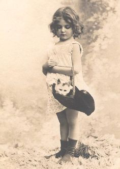 Magic Moonlight Free Images: Just to Cute! Free images for You! get some yourself some pawtastic adorable cat apparel! Vintage Children Photos, Vintage Girls, Vintage Pictures, Old Pictures, Vintage Images, Old Photos, Antique Photos, Pretty Pictures, Vintage Illustration