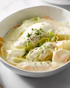 Gentse Waterzooi is een heerlijk stoofpotje met kip, wortel, prei en selder. Een nationaal gerecht om trots op te zijn!
