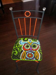 hand painted owl chair, retro style hippie chair with beaded trim and glass knobs Painted furniture Hand Painted Chairs, Hand Painted Furniture, Funky Furniture, Furniture Makeover, Furniture Design, Repainting Furniture, Painted Tables, Decoupage Furniture, Green Furniture