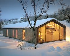 Reiulf Ramstad Arkitekter have designed the V-lodge, an all-year cabin for a family in Buskerud, Norway. The architect's description This all-year cabin is Contemporary Architecture, Architecture Design, Scandinavian Architecture, Landscape Architecture, Timber Cabin, Casas Containers, Lodges, Norway, Villa
