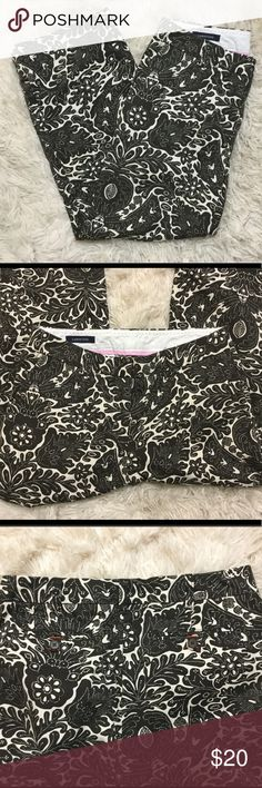 Paisley printed cropped pants A pair of pre owned Land's End dark brown paisley printed cropped dress pants (or casual) Size 6. Great condition, I bought from another posher but they were too big on me so I'm reposhing. Posh rules only, no trades, no PayPal, no lowball offers. Reasonable offers welcome. Happy Poshing! 🖤 Lands' End Pants Ankle & Cropped