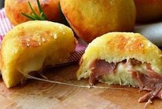 Bombs potatoes with ham and provolone quick recipe Think Food, I Love Food, Good Food, Yummy Food, Greek Recipes, Italian Recipes, Cooking Time, Cooking Recipes, Snacks