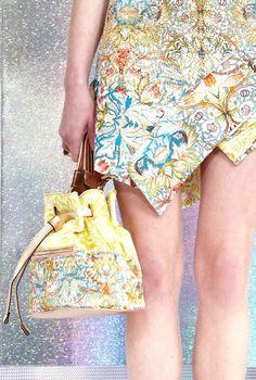 Just Cavalli Resort 2014 Fashion Colours, Colorful Fashion, Fashion Details, Fashion Photo, 2014 Fashion Trends, Topshop Skirts, Hello Ladies, Fashion Gallery, Roberto Cavalli
