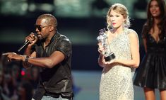 """Taylor Swift Photos - Kayne West (L) jumps onstage after Taylor Swift (C) won the """"Best Female Video"""" award during the 2009 MTV Video Music Awards at Radio City Music Hall on September 2009 in New York City. - 2009 MTV Video Music Awards - Show Mtv Video Music Award, Music Videos, Music Awards, Kanye West Background, Beyonce, Baby Tritte, Taylor Swift, Kanye West Songs, Look Alike"""
