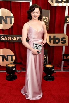 Our favorite red carpet looks from the SAG Awards Check out all of the best dressed celebrities from the 2017 Screen Actors Guild Awards. Maisie Williams looked stunning! Red Carpet Dresses, Satin Dresses, Silk Dress, Nice Dresses, Gowns, Maisie Williams, Sag Awards, Awards 2017, Academy Awards