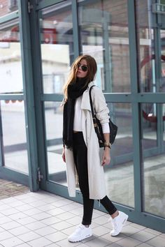 LOUISA nextstopfw | black white outfit fashion streetstyle minimal classic chic neutral
