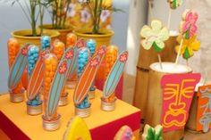 festinha-surf-rosa-laranja-azul-decoracao-caraminholando-06