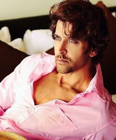 OMG he looks so hot  . . #Hrithikroshan #Hrithik #duggu #bollywood
