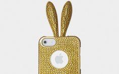 Si vous êtes plus dans la customisation excentrique, tournez-vous vers les coques Rabito qui transforment votre iPhone ou Samsung Galaxy en lapin habillé de strass dont les oreilles servent à enrouler votre fil d'écouteur et la queue de support au mobile http://lecollectif.orange.fr/articles/pimp-my-mobile/