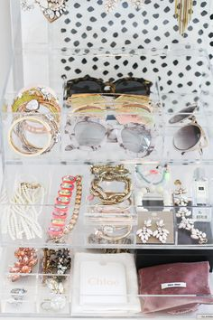 Acrylic-jewelry-organizing
