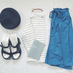 282 マーガレットハウエルさんの今季のトップスがどれもこれもかわいすぎて、爆発しそうです。 カタログ見ながら妄想がとまりません。むふ。 #今日の服 #今日のコーデ #置き画くら部 #MHL #LAMARINEFRANCAISE #teva #YAECA #めがね #ベレー帽