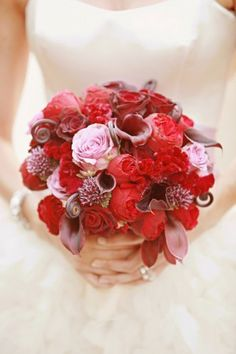 romantic-pink-and-red-wedding-bouquet