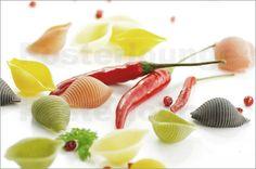 Tanja Riedel - Feines buntes Pasta Bild mit roter Chili für die Küche