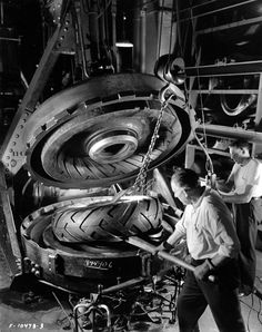 Tire comming out of a jacket mold at Firestone Tire and Rubber Company Firestone Tires, Akron Ohio, Cleveland Ohio, Old Photos, Vintage Photos, Bridgestone Tires, Tyre Companies, Historia, Autos