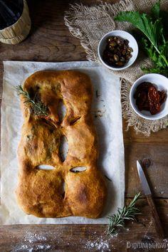 Fougasse ripiena di crescenza friarielli e olive - Cosa ti preparo per Cena? Olive, Bread, Food, Dinner, Brot, Essen, Baking, Meals, Breads