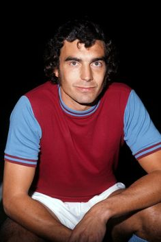 Trevor Brooking - Cultured West Ham stalwart who made more than 500 appearances for the Irons. Football Icon, School Football, Sport Football, Football Players, Retro Football, Vintage Football, Trevor Brooking, Arnold Bodybuilding, West Ham United Fc