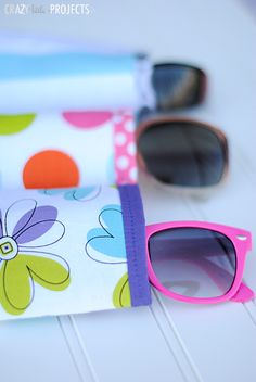 This summer sew up a cute little DIY sunglasses case in 3 easy steps. Easy Sewing Projects, Sewing Projects For Beginners, Sewing Hacks, Sewing Tutorials, Sewing Crafts, Sewing Patterns, Sewing Tips, Diy Crafts, Purl Bee